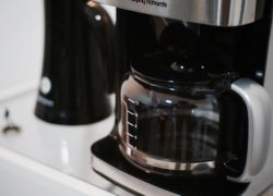 Comment detartrer une cafetiere percolateur?